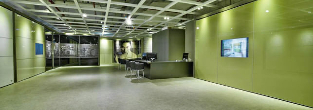 מבט על הסניף המפואר של חברת הרדור המספקת ארונות הזזה באזור נתניה והסביבה