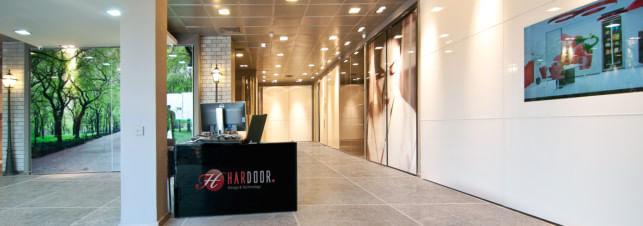 מבט על הסניף של חברת הרדור המספקת ארונות הזזה בחיפה והסביבה