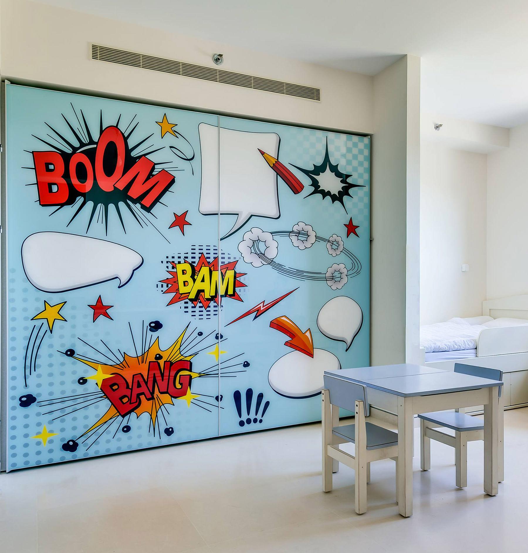 ארון הזזה 2 דלתות עם הדפס תכלת בסגנון קומיקס