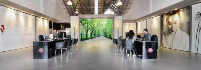 תמונה של אולם התצוגה בסניף הרדור שמספק ארונות הזזה בבאר שבע והסביבה
